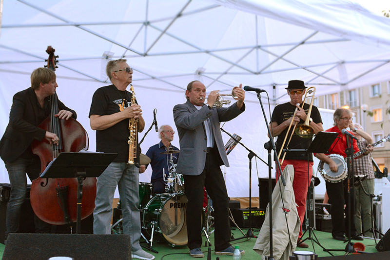 Five O'Clock Orchestra Stolzle Stadion